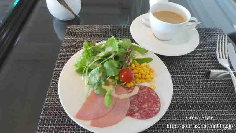 ザ・リッツ・カールトン大阪のクラブラウンジで昼食 サラダとハム