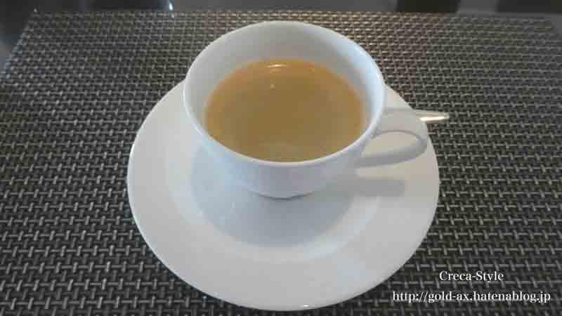 ザ・リッツ・カールトン大阪のクラブラウンジで朝食のコーヒー