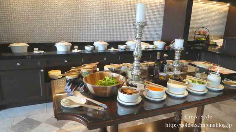 ザ・リッツ・カールトン大阪のクラブラウンジでお昼のフードプレゼンテーション サラダも充実