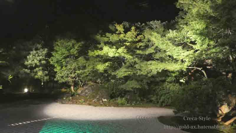 圓徳院の正面の庭もライトアップされています
