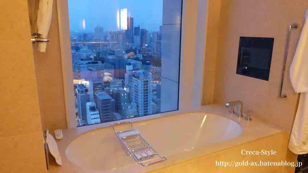 セントレジスホテル大阪のバスルームからの景色