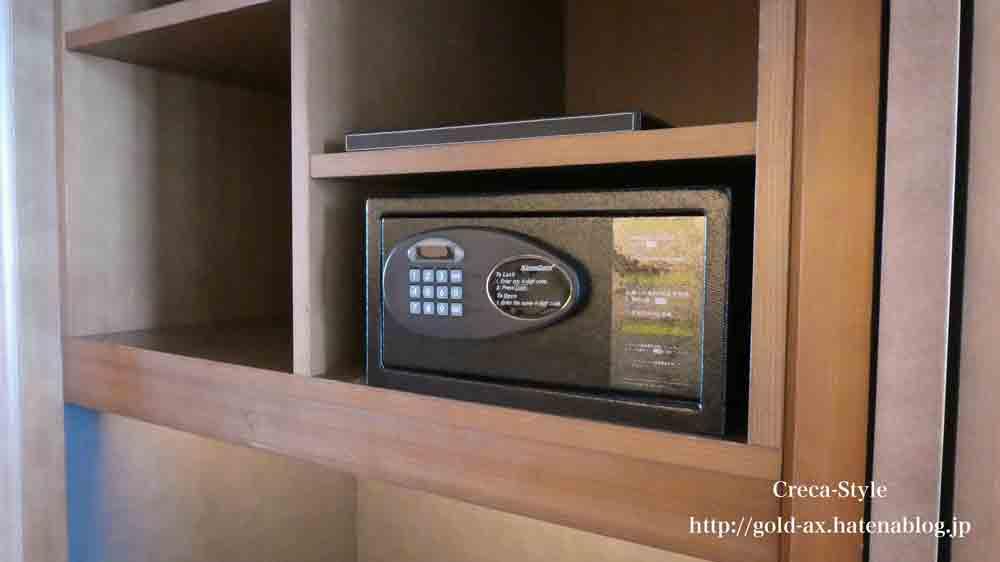 セントレジスホテル大阪のウォークインクローゼットのセキュリティボックス