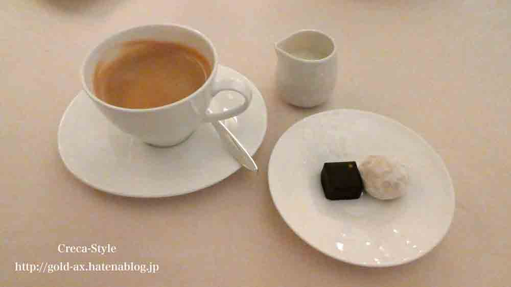 セントレジスホテル大阪のラベデュータでコースディナー 最後はコーヒー