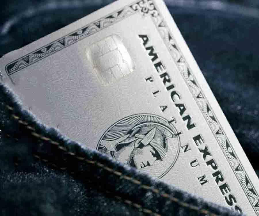 アメックスプラチナ、金属製のメタルカードが日本で導入