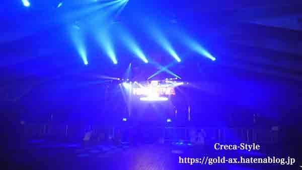 アメックス花火大会2019 HANAVIVA 横浜・大さん橋ホールのステージ