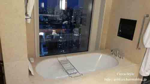 セントレジスホテル大阪 宿泊記 バスルームから外が見える