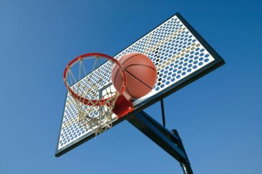 バスケットボール挟まる