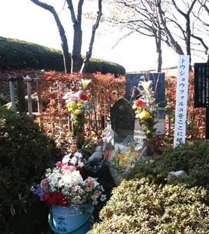 トウショウファルコの墓