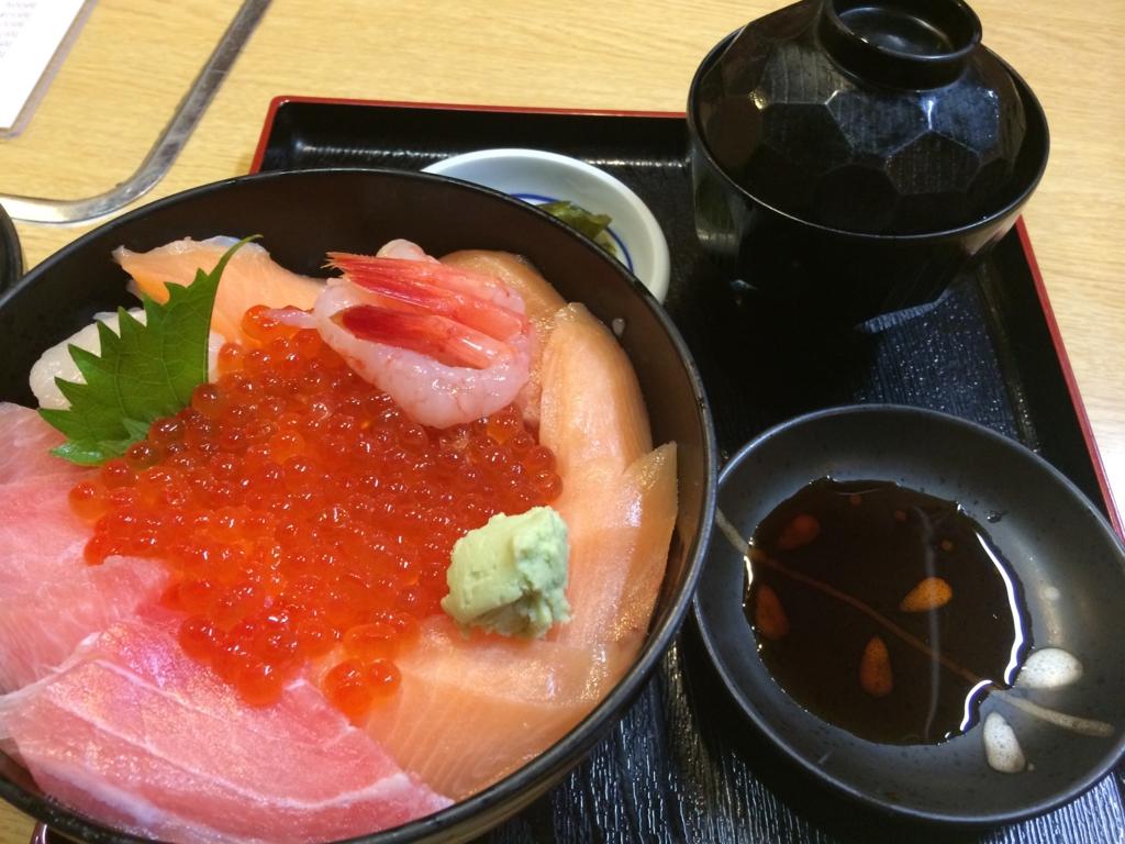 北海道といえば、海鮮丼でしょ!スミレの海鮮丼!