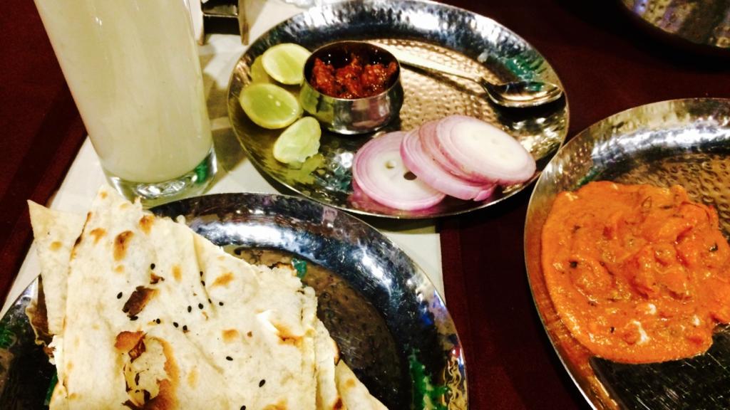 インドのレストランで頼むカレーはこんな感じ