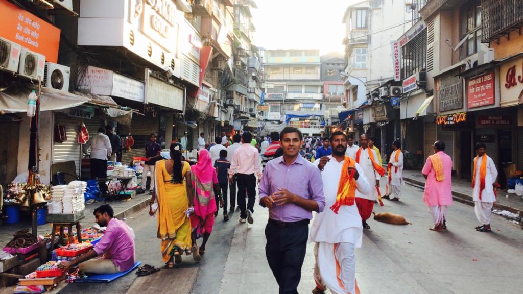 ムンバデヴィ寺院 -Mumbadevi Temple-の前の通りは客引きが多いから注意