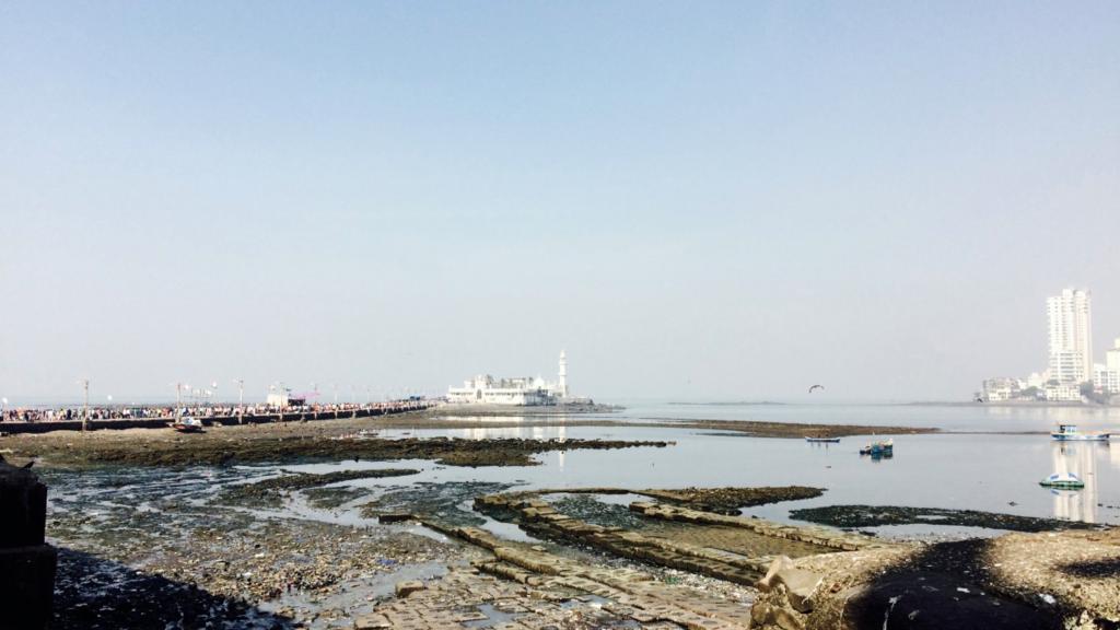 ハジ・アリ霊廟-Haji Ali Dargah-は潮の満ち引きで行けるか決まる