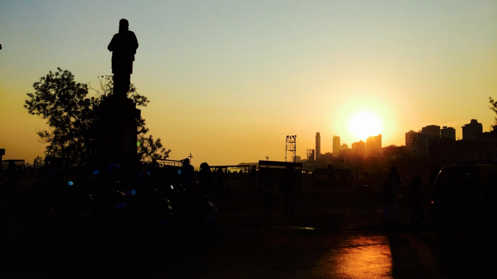ムンバイの夕日。観光地を紹介。