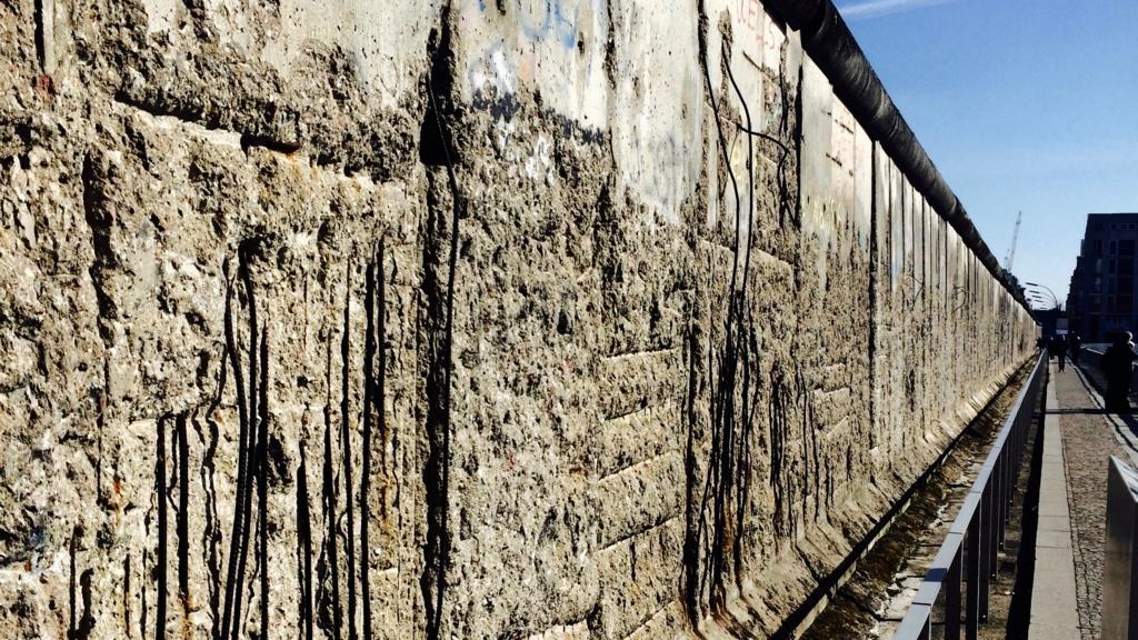 テロのトポグラフィーに残る当時のままの壁