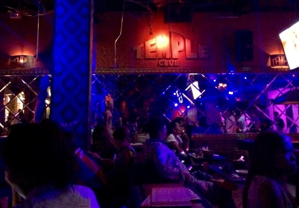 テンプルはクラブとレストランの併用型