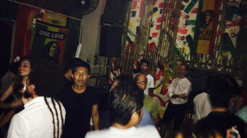 ミャンマーの経済首都ヤンゴンで夜遊び