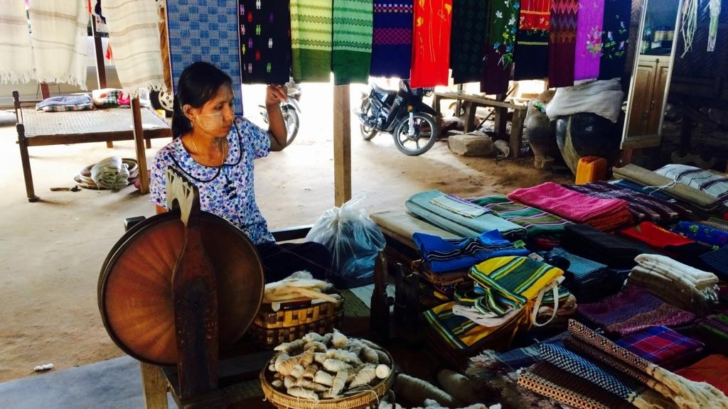 ミンナントゥ村の観光ガイドは村人