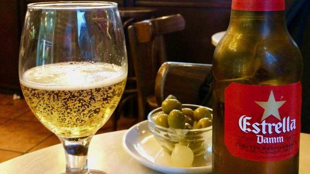 パエリアの相方はスペインビール「Estllia」