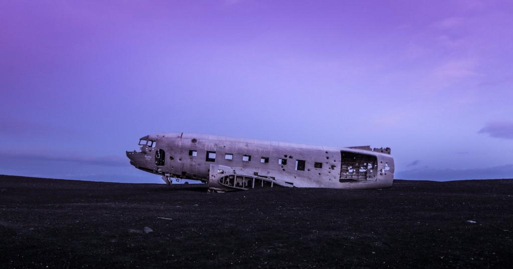 放置された飛行機の画像