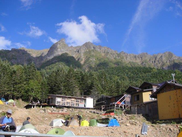 赤岳鉱泉と岩山