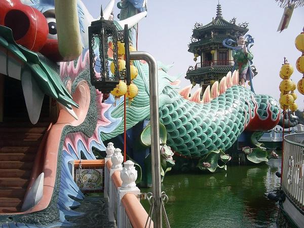 台湾高雄の観光地、蓮池譚