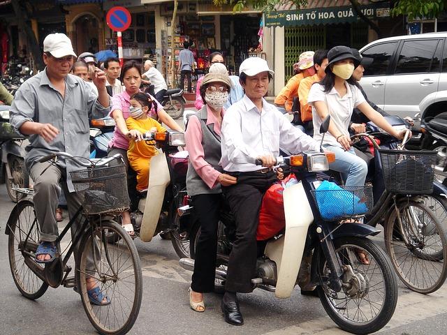 ベトナムでバイクタクシーに乗る