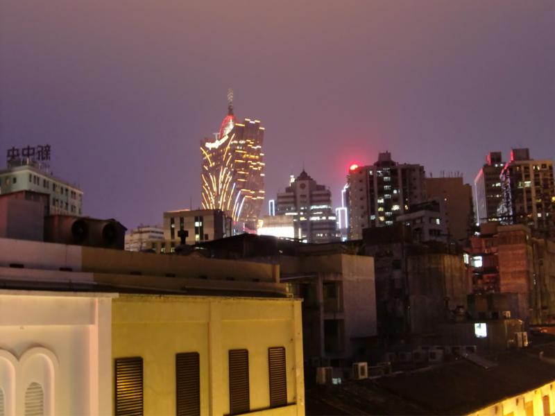 夜のカジノリズボアを眺めて