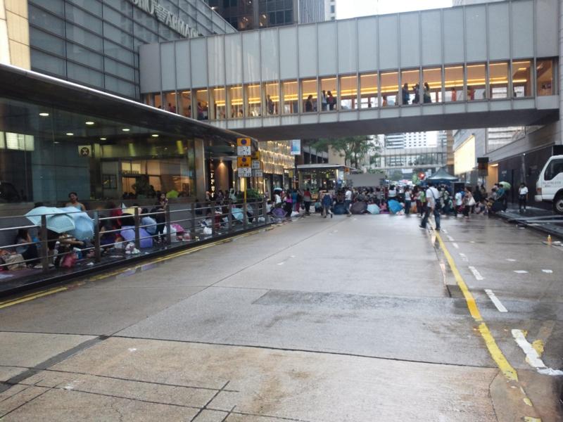 香港セントラルの日曜日はフィリピン人家政婦でいっぱい