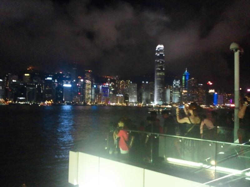 ヴィクトリア湾から見た香港の夜景