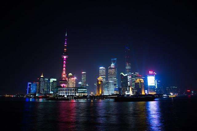 上海のタワー 東方明珠電視塔の夜景