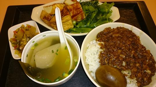 台湾魯肉飯の定食セット
