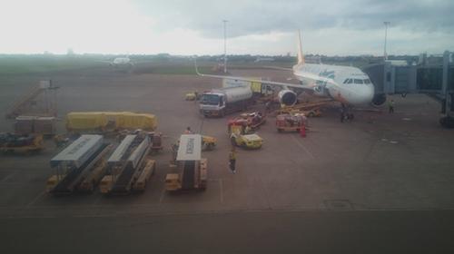 セブマクタン空港滑走路のセブパシフィック機