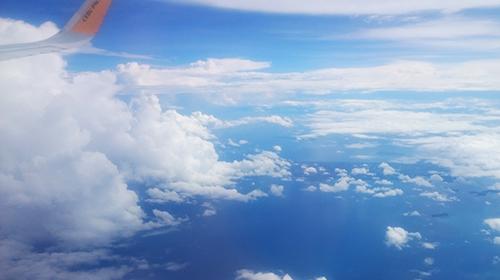 フィリピン諸島を飛行機から眺めた景色