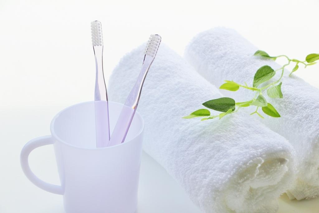 歯ブラシとコップの画像