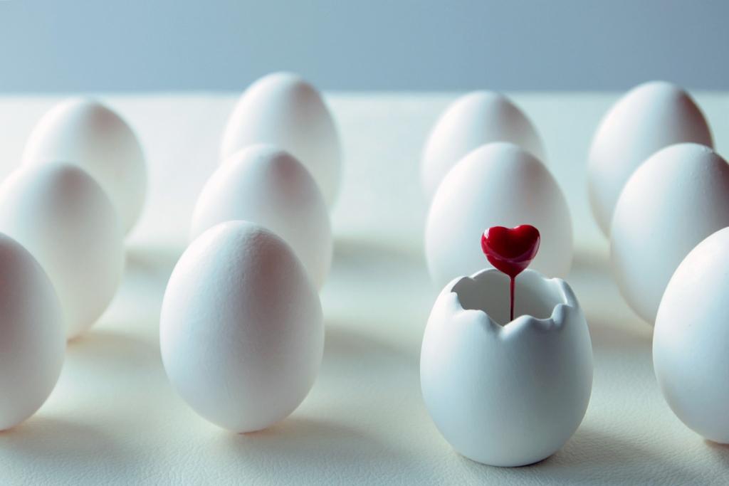 卵のオブジェの画像