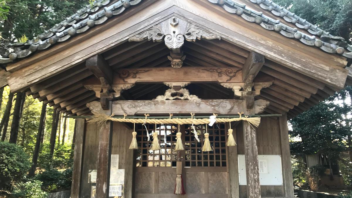 神在神社の本殿