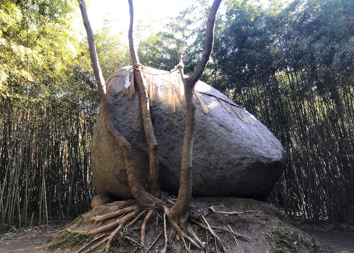 神在神社の神石