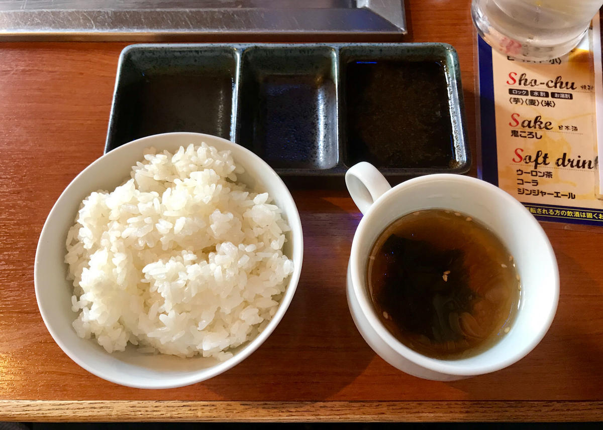 タレとご飯とスープ