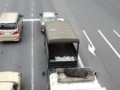日刊ゲンダイを運ぶトラック①