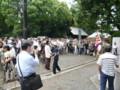靖国神社に日本軍の格好をした人が