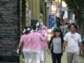 宇田川さとし都議の似顔絵を持って街を徘徊する謎の集団