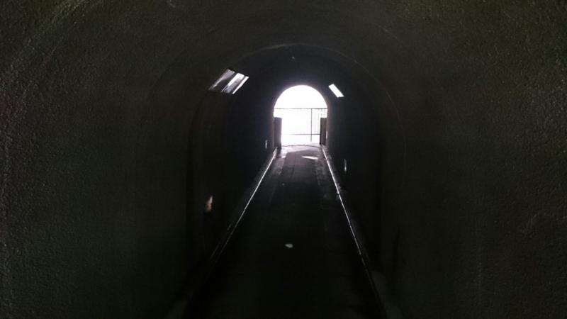 萬葉洞門の中