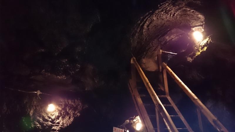 竪穴式なので階段もあります