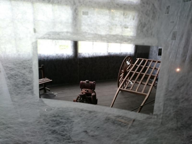 小窓から見える不確かなのもの