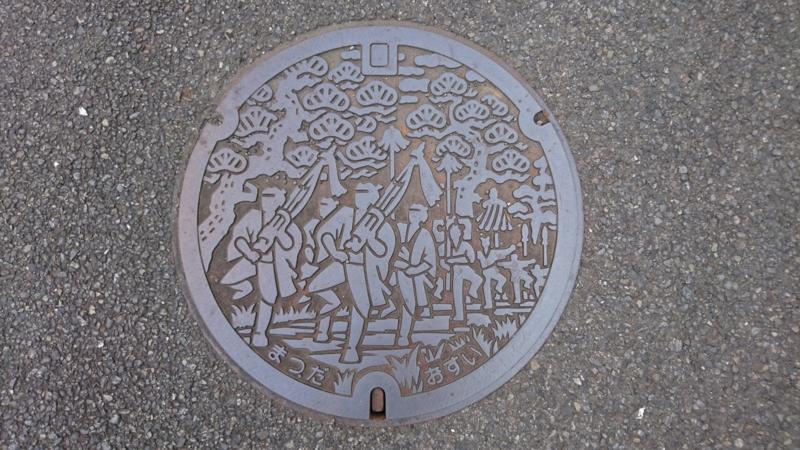 神奈川県足柄上郡松田町のマンホール(松田大名行列)