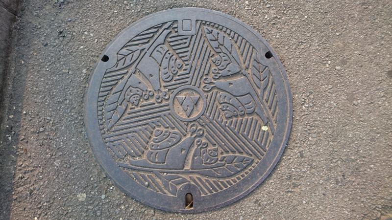 神奈川県秦野市のマンホール(アジサイ、カタツムリ)