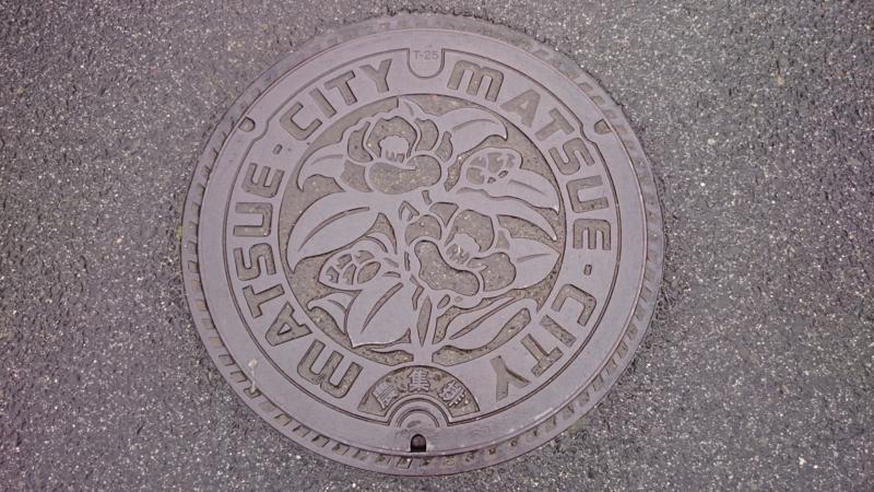 島根県松江市のマンホール(ツバキ)