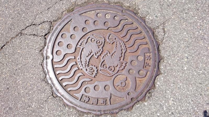 岐阜県飛騨市のマンホール(ちんかぶ)