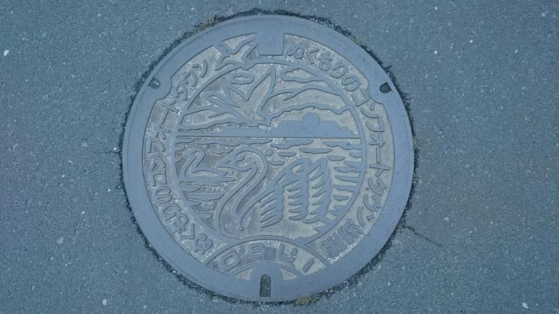 島根県出雲市のマンホール(白鳥)
