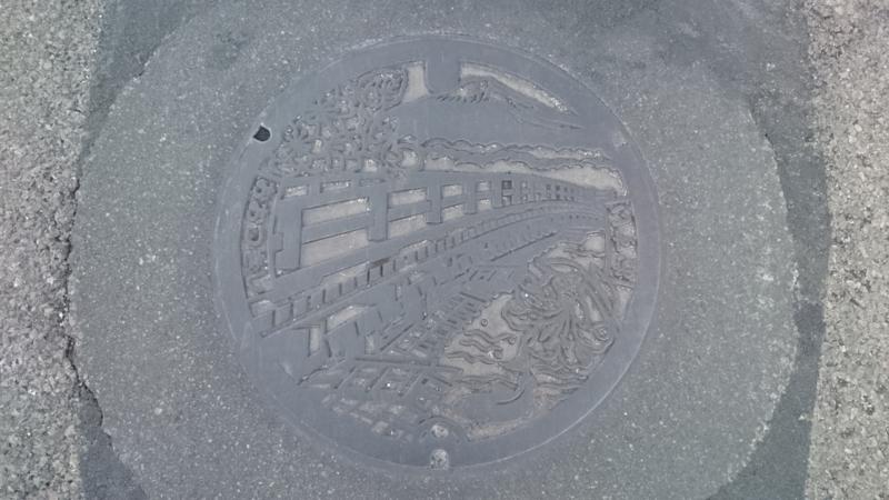 山梨県大月市のマンホール(猿橋、富士山、やまゆり、八重桜)
